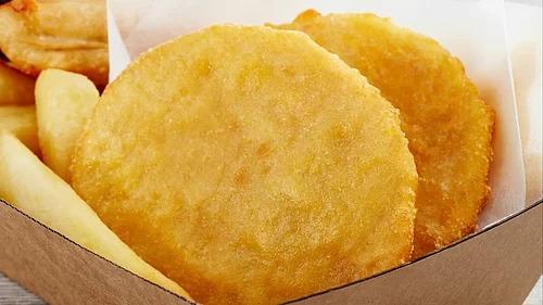Bánh khoai tây chiên là một món ăn được người Australia yêu thích bởi lớp vỏ giòn tan, bên trong mềm và có vị ngọt thanh. Bánh có thể kết hợp cùng nhiều món ăn khác như cá hồi hun khói, trứng và bơ. Ảnh: McCain.