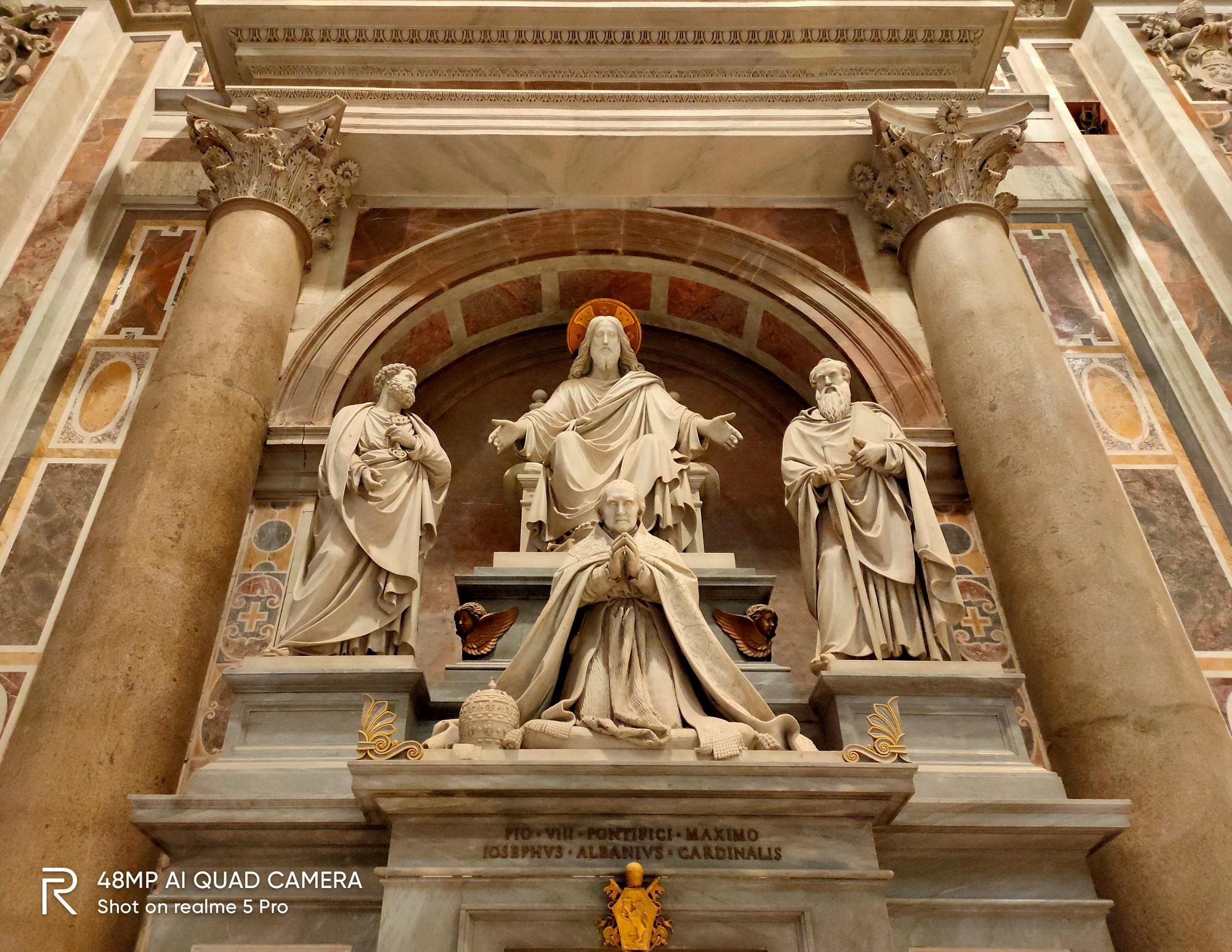 Kiến trúc bên trong của nhà thờ.