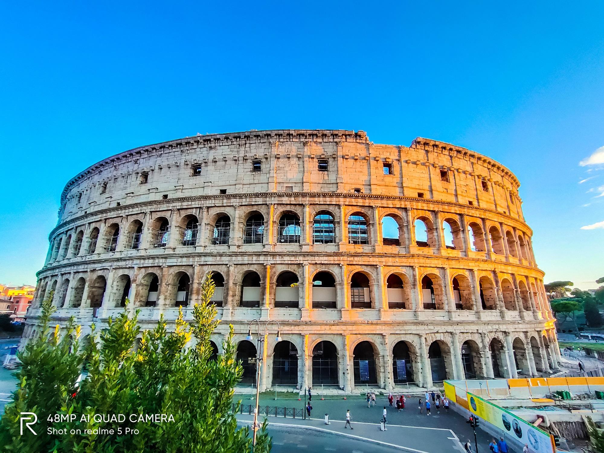 Toàn cảnh đấu trường La Mã được chụp bởi camera góc rộng Realme 5 Pro