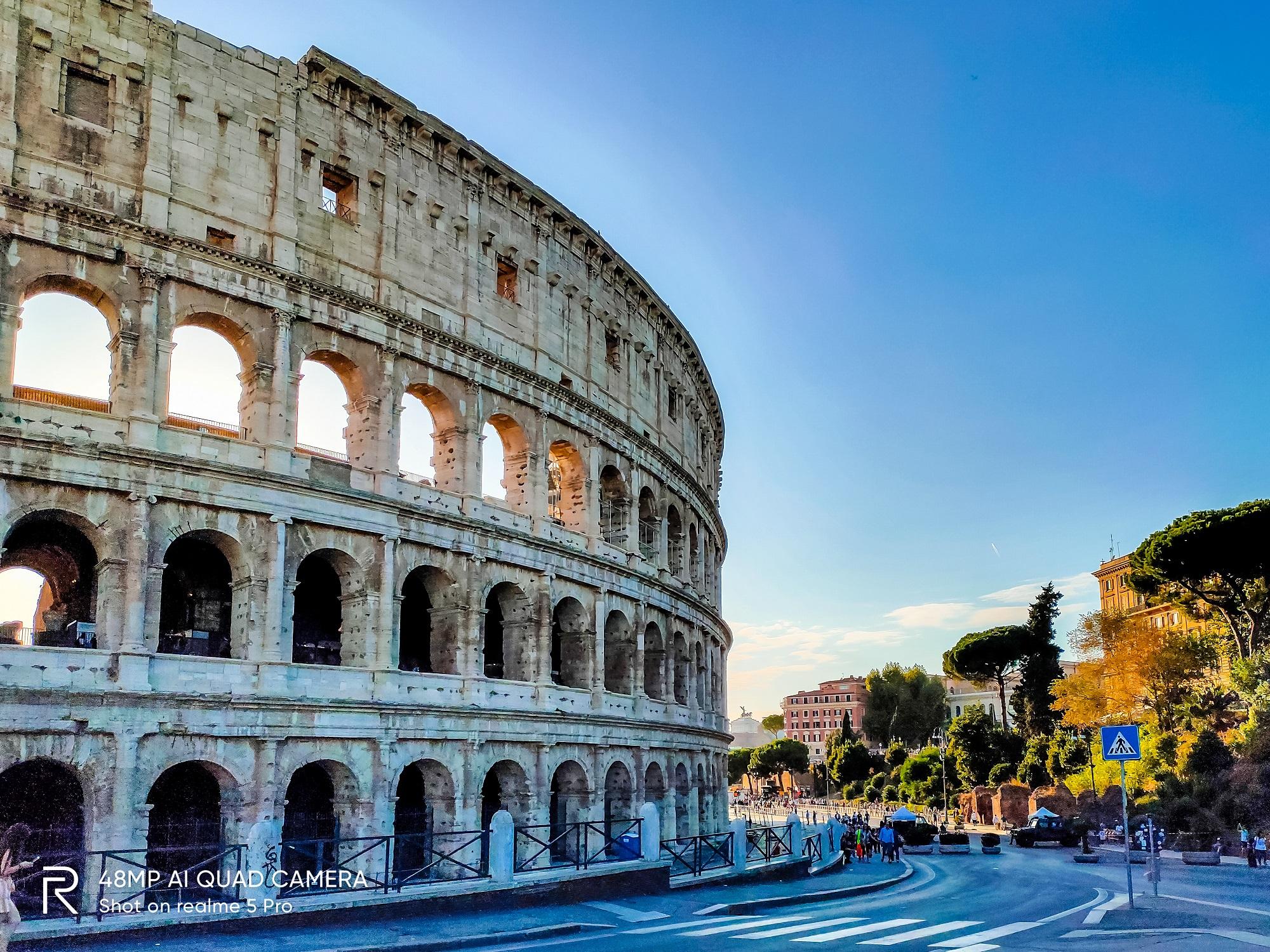 Một góc hoàng hôn ở đấu trường La Mã.