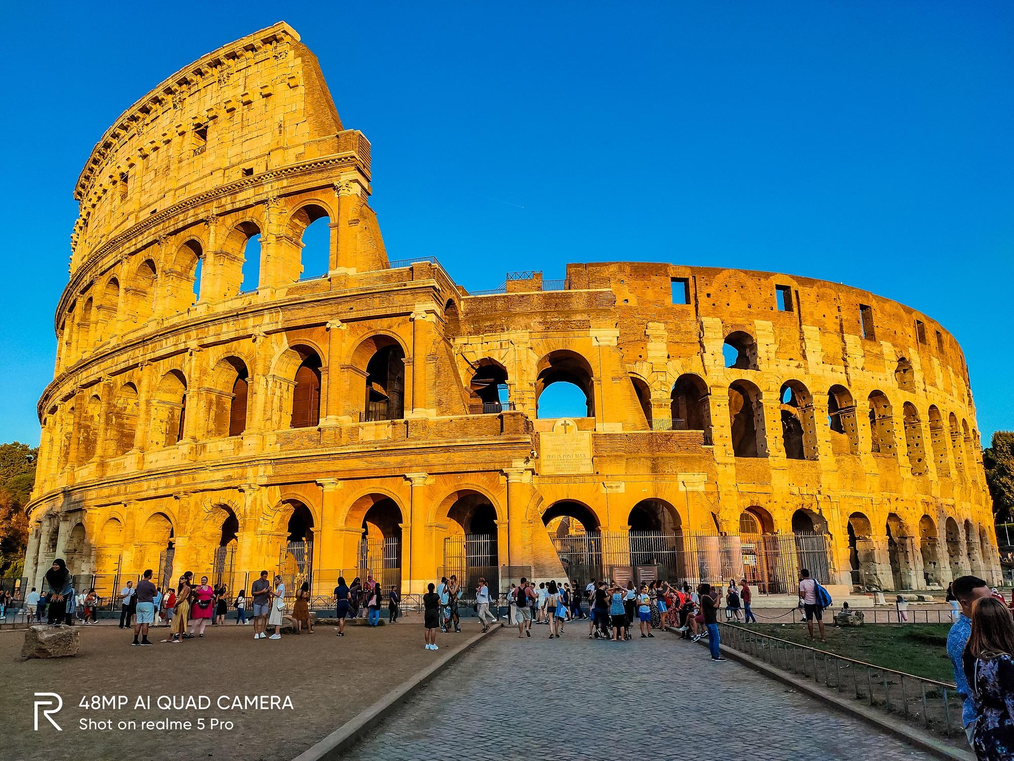 Chiều hoàng hôn buông bên đấu trường La Mã.