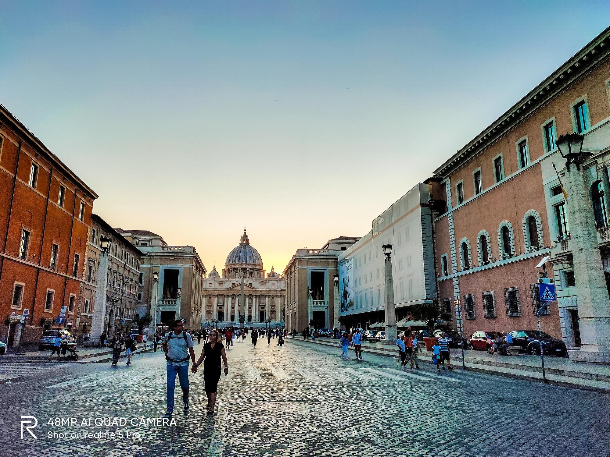 Vatican nhìn từ xa.