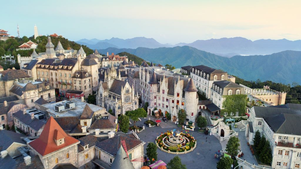 Mecure-Danang-French-Village-Ba-Na-Hills-ivivu-1