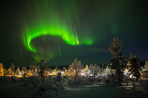 Tháng 10 - 11 và tháng 2 là lúc cao điểm có thể dễ dàng nhìn thấy cực quang tại các quốc gia Bắc Âu như: Phần Lan, Na Uy, Thụy Điển... Ảnh: Shutterstock/Victor Maschek.