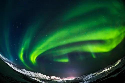 Dải cực quang ở tỉnh cực bắc nước Nga. Ảnh: Shutterstock/Kotomiti Okuma.