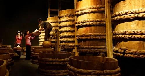 Dù là bảo tàng nước mắm, mùi ở đây được xử lý rất tốt, đặc biệt là ở khu vực nhà thùng bằng cách đậy kín. Do đó, không chỉ khách trong nước mà khách nước ngoài đến bảo tàng đều có thể thoải mái tham quan.