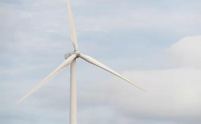 Những cánh quạt bằng nhựa có chiều dài 42 m. Du khách có thể trông thấy những cánh quạt khổng lồ quay đều trên nền trời ngay từ quảng trường trung tâm thành phố Bạc Liêu, cách nhà máy khoảng 20 km.