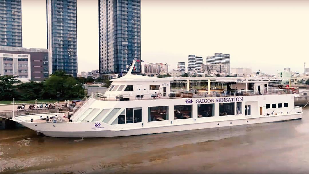 chill-het-nac-o-tau-Saigon Sensation - Lounge & Dining Cruises-ivivu-15