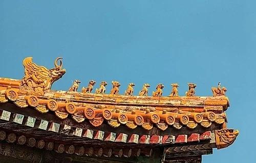 """Hình rồng trang trí trên mái của cung điện gắn liền với truyền thuyết """"Long sinh cửu phẩm"""" của người Trung Quốc. Ảnh: IFLY"""