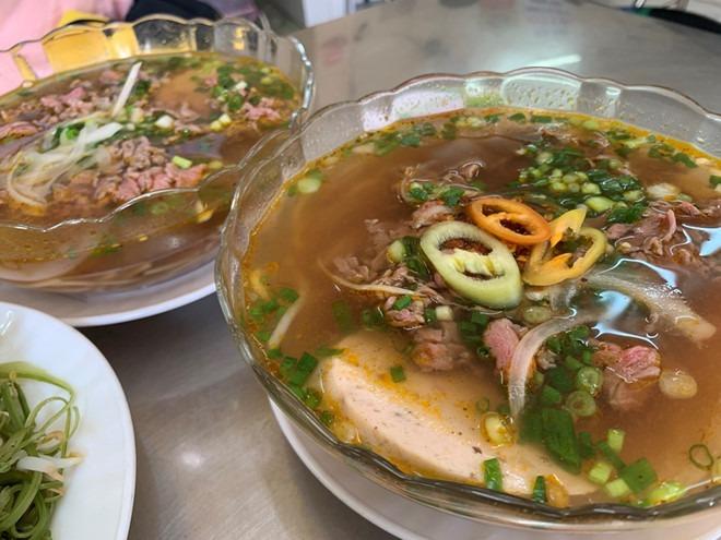 Bún bò Huế chú Há (Hạnh) nằm ở số 300 Võ Văn Tần, phường 5, quận 3 (TP.HCM). Ảnh: Lưu Trân