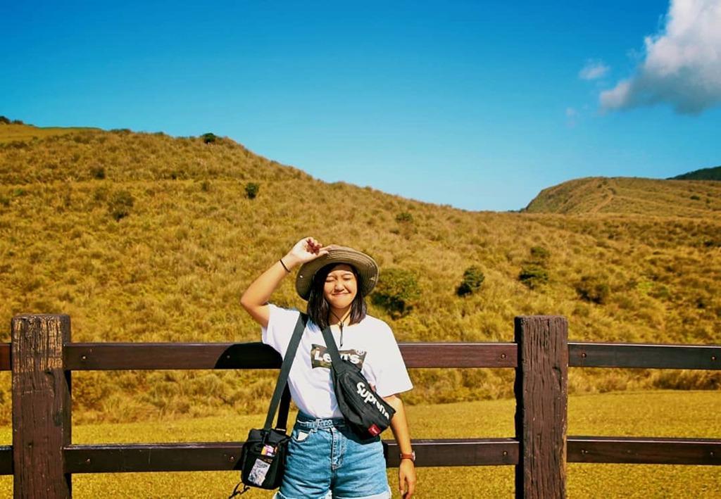 Vườn quốc gia Dương Minh Sơn (Yangmingshan): Dương Minh Sơn tọa lạc tại Đài Bắc là một trong 8 vườn quốc gia lớn của Đài Loan. Mùa xuân, nơi đây khoe sắc bởi muôn loài hoa đua nở, mùa thu nổi bật và thu hút du khách với khoảnh khắc lá cây chuyển sắc đỏ, vàng rực trời. Ngoài việc tận hưởng thiên nhiên mát mẻ, dạo bộ ngắm cảnh, du khách còn có thể ngâm mình trong dòng suối nước nóng nhiều khoáng chất giữa tiết trời mát mẻ. Ảnh: Yu_ning_0811.