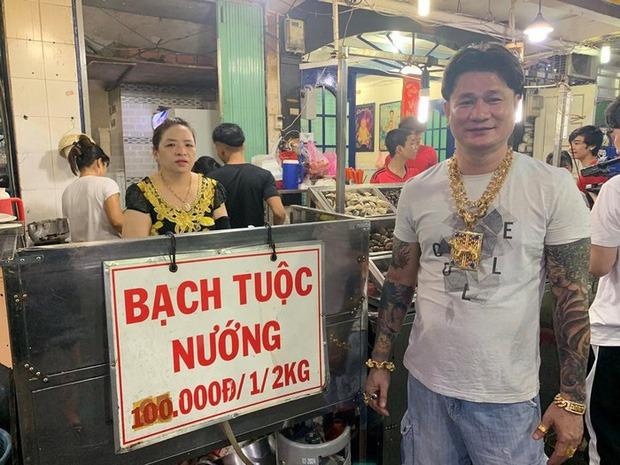 Ông bà chủ quán ốc Loan ở Sài Gòn.