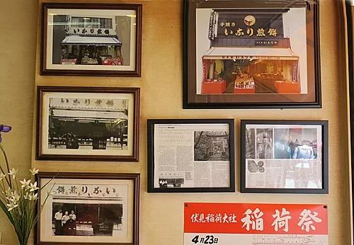 Những bài báo nhắc đến tiệm bánh Souhonke Inariya được cẩn thận đóng khung và treo trên tường của tiệm. Ảnh: Courtesy of Gary Ono.