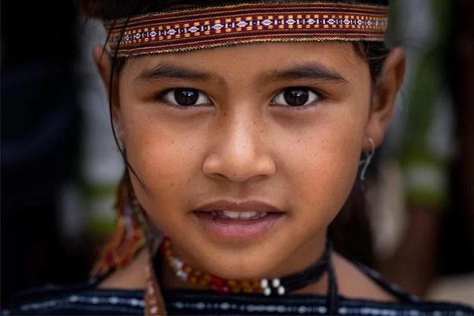 Chân dung một bé gái người Bana. Gia Lai là nơi có đông người Bana sinh sống nhất ở Việt Nam với hơn 150.000 người, chiếm gần 70% dân số của cộng đồng dân tộc này.
