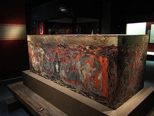 Chiếc quan tài sơn mài của phu nhân Tân Truy trong bảo tàng Hồ Nam. Ảnh: Cat's Diary/wikipedia.