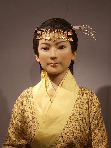 Bức tượng sáp phục dựng hầu tước phu nhân thời còn trẻ. Ảnh: Flazaza/Wikipedia.