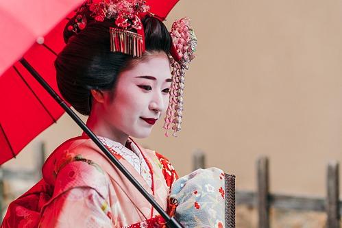Geisha làm việc ở quận Gion. Ảnh: Envato.