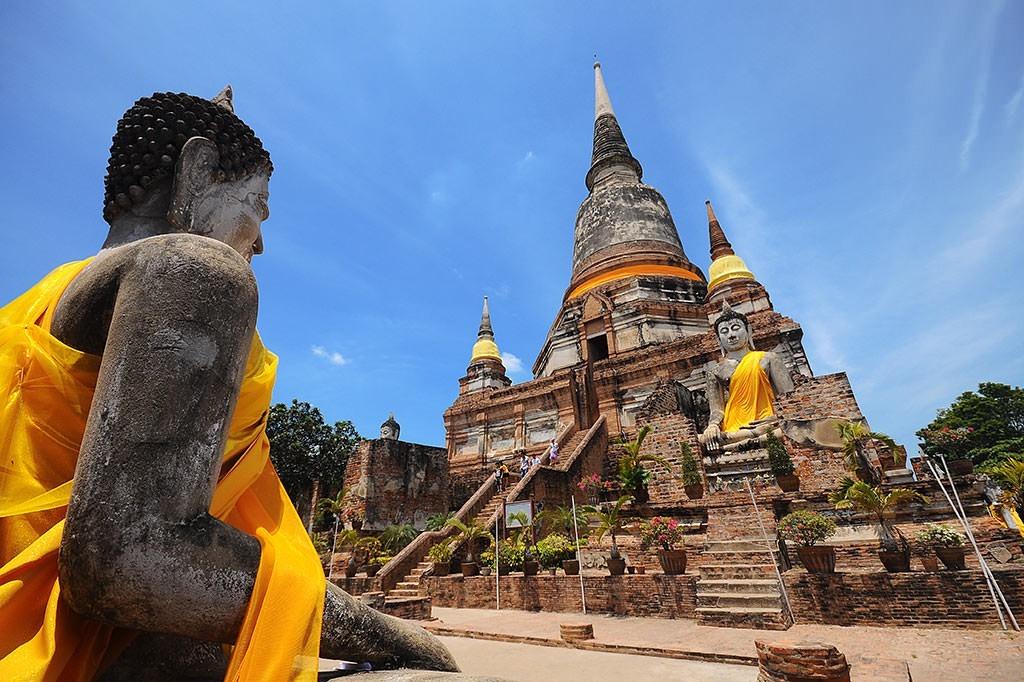 Ayutthaya: Ayutthaya từng là thành phố phồn thịnh và lớn nhất thế giới vào thế kỷ 14. Mặc dù hiện tại, nơi đây chỉ còn lại những tàn tích nhưng vẫn không hề mất đi vẻ đẹp hoàng kim một thời. Ayutthaya được UNESCO công nhận là Di sản Văn hóa Thế giới, là địa điểm lý tưởng cho những ai yêu thích khám phá và tìm hiểu lịch sử. Ảnh: Relational Buddhism.