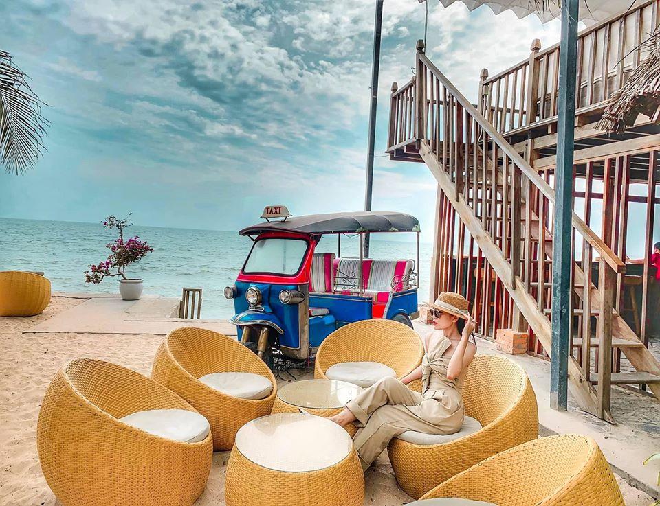 Chameleon-Beach-Bar-ivivu-1