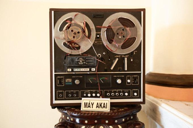 Hầu hết đồ vật trong nhà Công tử Bạc Liêu được bảo tồn nguyên vẹn. Nhiều đồ dùng như máy nghe nhạc, điện thoại bàn thậm chí vẫn còn hoạt động.