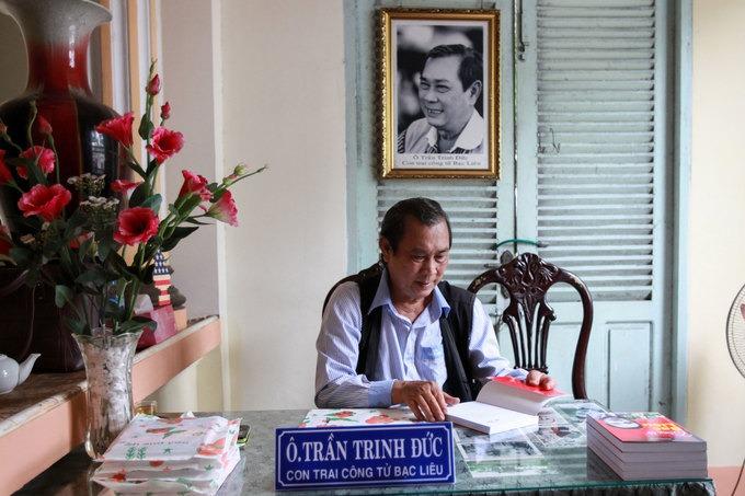 Hầu hết con của Công tử Bạc Liêu sinh sống ở nước ngoài. Riêng ông Trần Trinh Đức, 72 tuổi, con trai của ông Trần Trinh Huy hiện sống cách nhà của cha mình 3 km. Hàng ngày ông Đức đến đây, ngồi ký sách và giao lưu với du khách về cuộc đời của cha mình.  Bạc Liêu cách TP HCM khoảng 290 km. Ngoài nhà Công tử Bạc Liêu, nơi đây còn nhiều điểm du lịch hấp dẫn như: Cánh đồng điện gió trên biển duy nhất của Việt Nam, chùa Xiêm Cán, tượng Phật Bà Nam Hải, khu lưu niệm nhạc sĩ Cao Văn Lầu... Tham khảo tour Bạc Liêu của Vietravel tại đây.