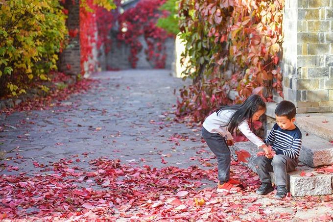 Thủy trấn Gubei từng bị đóng cửa vào năm 2010 để tu sửa, bảo trì và chính thức mở cửa trở lại vào đầu năm 2014. Năm 2018, Gubei được bình chọn là địa điểm hấp dẫn nhất ở Bắc Kinh để ngắm lá đỏ mùa thu.