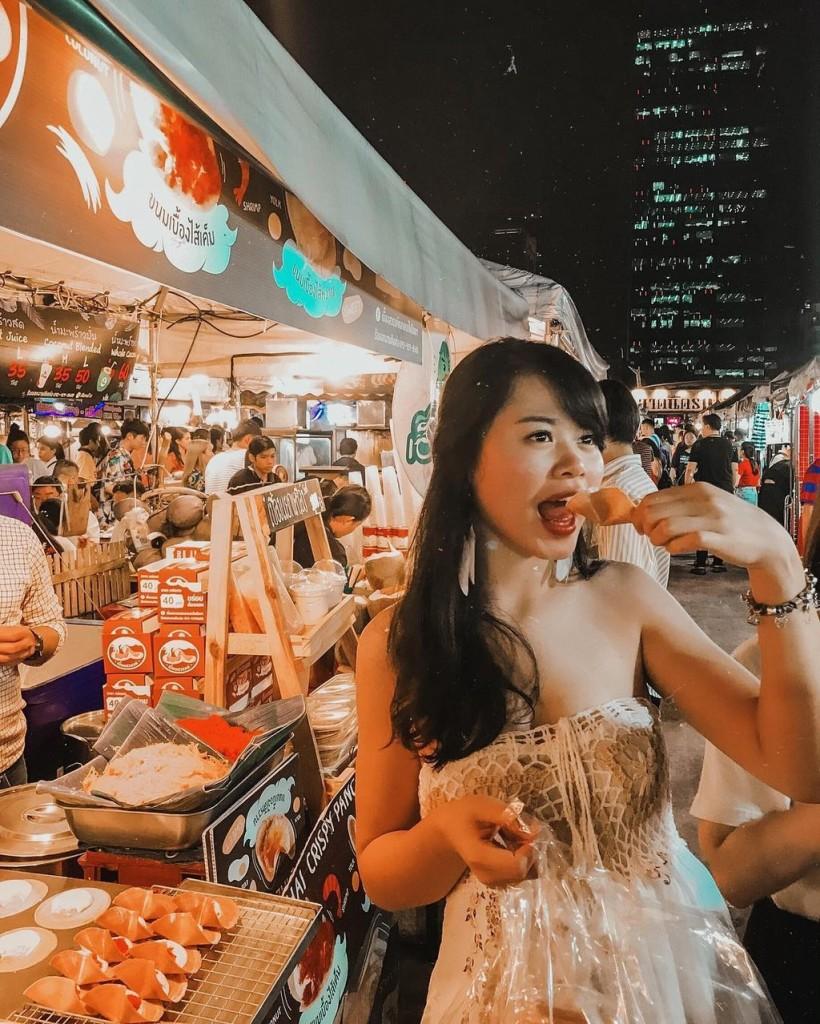 khu-cho-dem-voi-1500-gian-hang-o-bangkok-ivivu-9