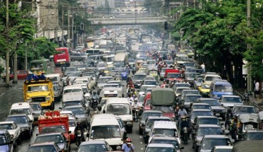 meo-tranh-cang-thang-khi-ket-xe-o-philippines-ivivu-1
