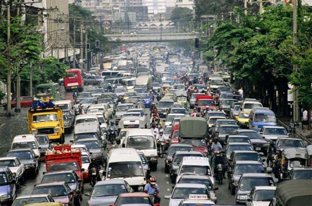 Nếu lái xe ở Metro Manila (vùng thủ đô bao gồm thành phố Manila và các khu vực xung quanh tại Philippines), bạn sẽ có thể mất trung bình hơn 1 tiếng để thoát khỏi cảnh tượng tắc đường. Việc kẹt xe trong vòng nhiều tiếng sẽ khiến bạn mệt mỏi và mất tinh thần để vui chơi, khám phá tại đây. Làm thế nào để vượt qua cảm giác căng thẳng đó? Ảnh: Anandabazar Patrika.