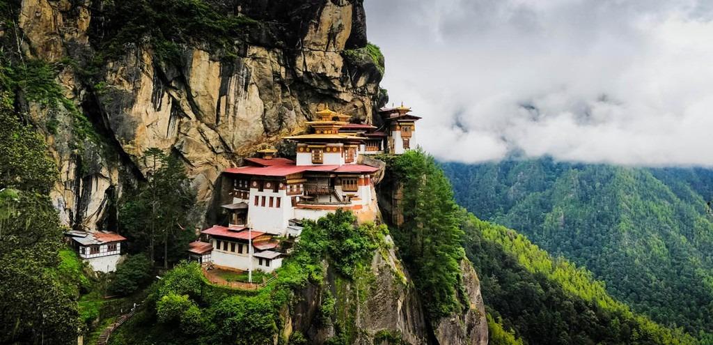 mua-tuyet-roi-tai-quoc-gia-hanh-phuc-bhutan-ivivu-10