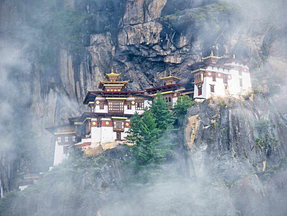 Thời tiết ở Bhutan mùa đông được đánh giá dễ chịu. Nơi đây có nắng ấm ban ngày và không khí mát lạnh vào buổi tối. Thời tiết khiến những ai đặt chân đến đây đều thích thú. Ảnh: Swantour.