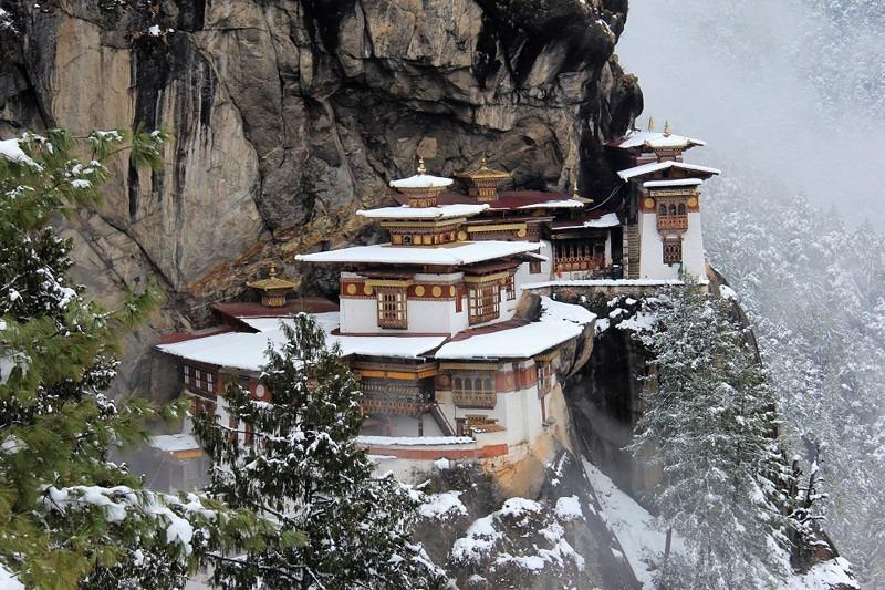 mua-tuyet-roi-tai-quoc-gia-hanh-phuc-bhutan-ivivu-7