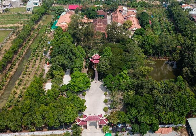 Chùa Tôn Thạnh ở xã Mỹ Lộc, huyện Cần Giuộc được xây dựng năm 1808. Ban đầu chùa có tên Lan Nhã hay còn được người dân địa phương gọi là Ông Ngộ do được Thiền sư Viên Ngộ xây dựng. Qua nhiều lần trùng tu, hiện chùa có diện tích khoảng 2 ha.