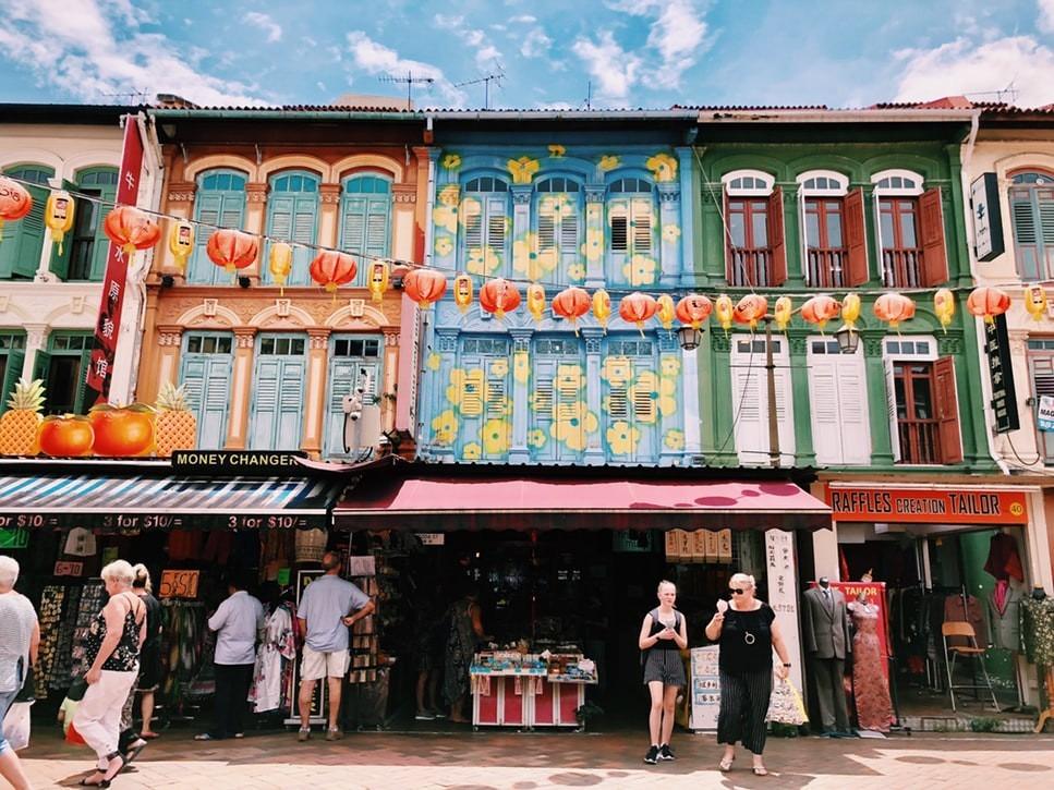Theo Business Insider, nếu bạn kết nối vào Wi-Fi của người khác ở Singapore mà chưa được cho phép đều bị coi là phạm pháp. Du khách có thể chịu mức phạt lên đến 10.000 USD (hơn 230 triệu đồng) hoặc 3 năm tù cho hành động nghe có vẻ bình thường này. Ảnh: Unsplash.