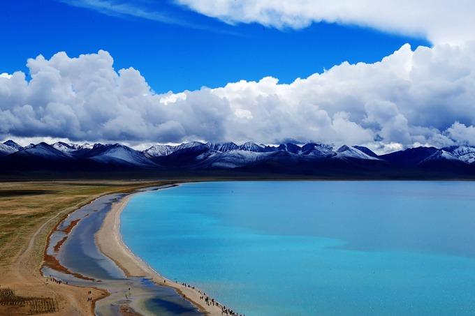 Hồ Namtso  Namtso được coi là một trong những nơi đẹp nhất Tây Tạng, thuộc địa phận hai quận Damxung và Baingo. Đây là hồ nước mặn lớn thứ hai Trung Quốc, nằm độ cao khoảng 4.718 m. Ảnh: All Nepal.