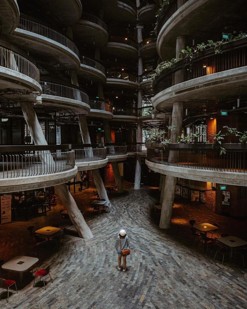 Tòa nhà The Hive được thiết kế bởi một kiến trúc sư người Anh có tên là Thomas Heatherwick, hoàn thành vào năm 2015. Được biết, nơi này có tổng trị giá 45 triệu SGD (hơn 770 tỷ đồng). Ảnh: Pgnarisara.