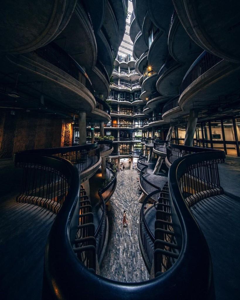 """""""Tòa nhà dimsum"""" bao gồm 12 tòa tháp cao 8 tầng được bố trí liền kề nhau, tạo nên một khoảng không ở giữa. Với thiết kế lạ mắt và hoành tráng, công trình kiến trúc này từng lọt vào chung kết cuộc thi kiến trúc World Architecture Festival năm 2015. Ảnh: Artemiiz."""