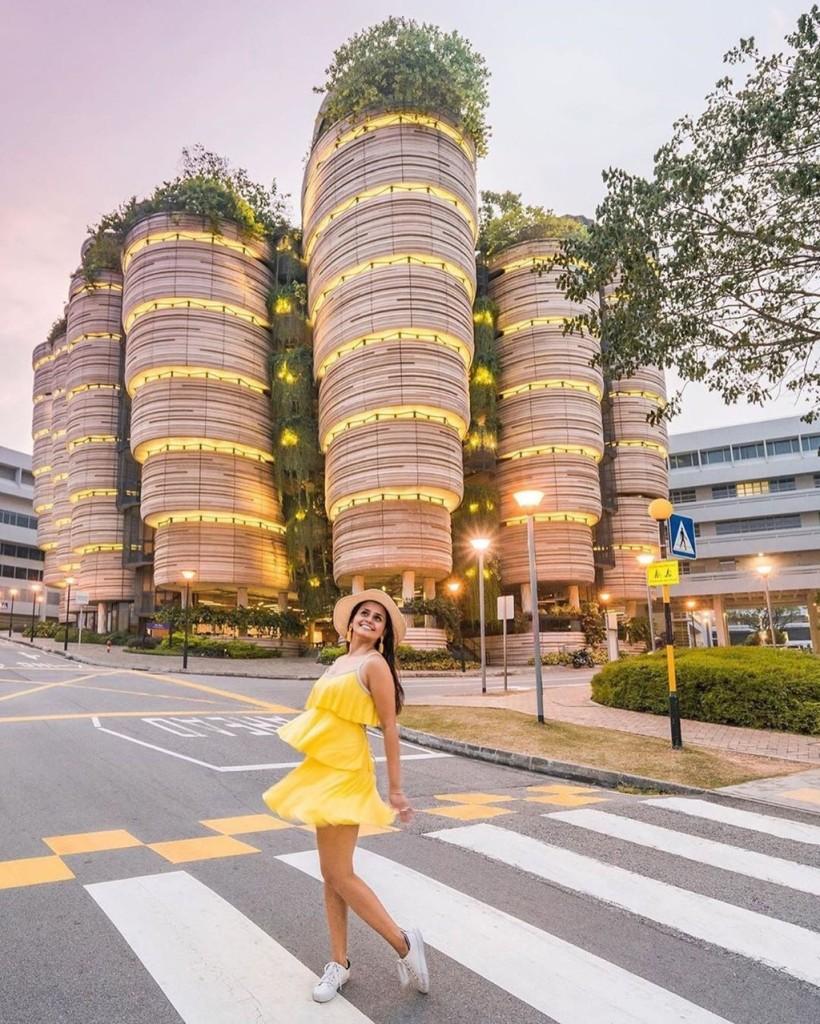 Điều đặc biệt ở tòa tháp này đó là bạn có thể dễ dàng di chuyển từ tháp này qua tháp khác mà không cần phải đi xuống đại sảnh vì tất cả các hành lang của các tòa nhà đều được nối với nhau. Ảnh: Singaporeinsiders.