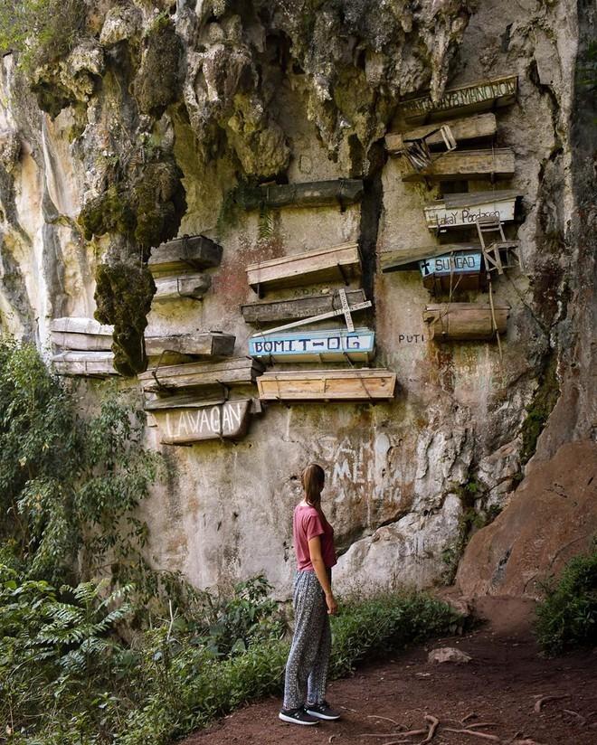 Sagada là ngôi làng hẻo lánh nằm cách thủ đô Manila khoảng 8,5 giờ di chuyển. Đây cũng là nơi duy nhất ở Philippines vẫn còn giữ phong tục mai táng cổ xưa trên. Ảnh: Vivimorgado.