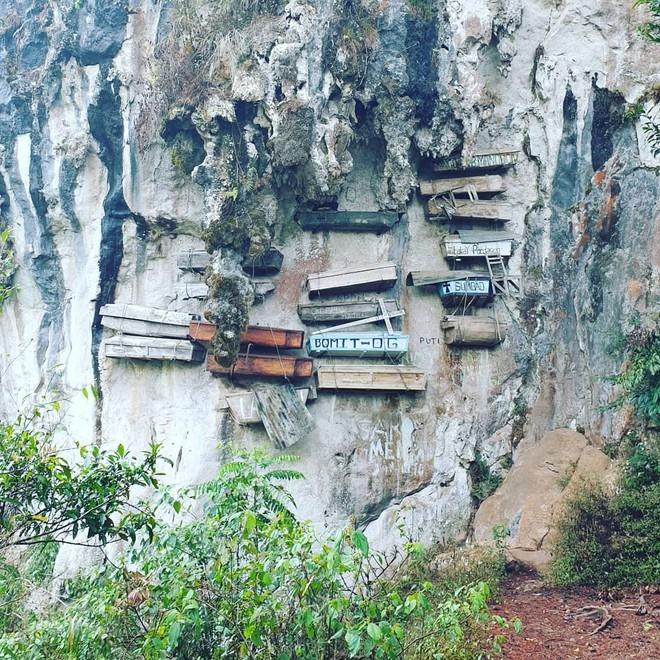 Ngày nay, chỉ những người cao tuổi ở Sagada còn giữ tập tục mai táng cổ xưa này. Người trẻ nơi đây đã thích nghi với cuộc sống hiện đại và có tư tưởng cởi mở hơn nên họ cũng không còn áp dụng cách chôn cất người chết như thế hệ đi trước. Ảnh: Puree_mango.