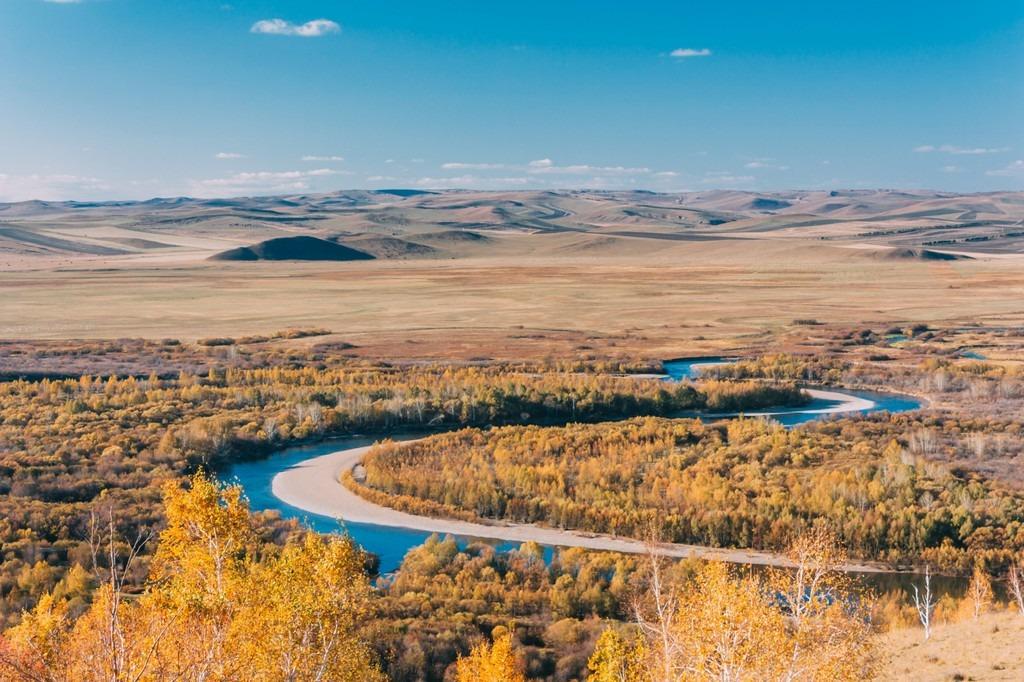 Mùa thu, khí hậu của Mông Cổ chuyển dần sang lạnh và khô với không khí trong lành và bầu trời xanh cao. Đây cũng là một trong những mùa đẹp nhất của nơi này. Ảnh: Rove.