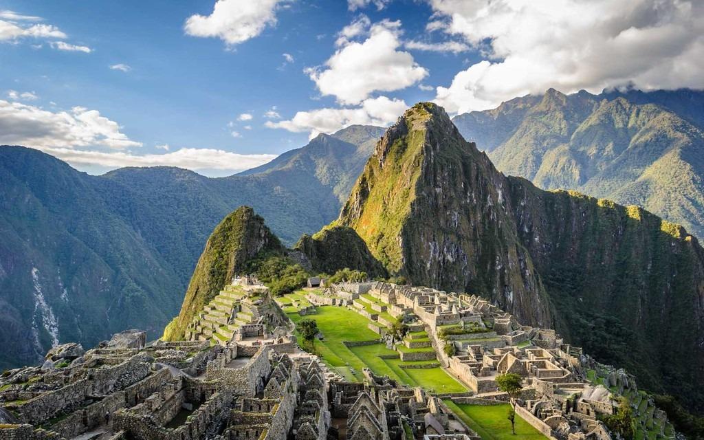 Peru: Là quốc gia thuộc Nam Mỹ, Peru quyến rũ du khách bởi những nét đẹp nguyên sơ của thiên nhiên với cao nguyên rộng lớn, thung lũng xanh tươi và dãy núi quanh năm phủ tuyết… Tới đây, bạn sẽ được tìm hiểu nét văn hóa lâu đời của nhiều dân tộc sống trên những dãy núi, khám phá đường mòn Inca hay thánh địa Mecca linh thiêng, huyền diệu. CN Traveller đánh giá địa điểm du lịch này 91,28 điểm.