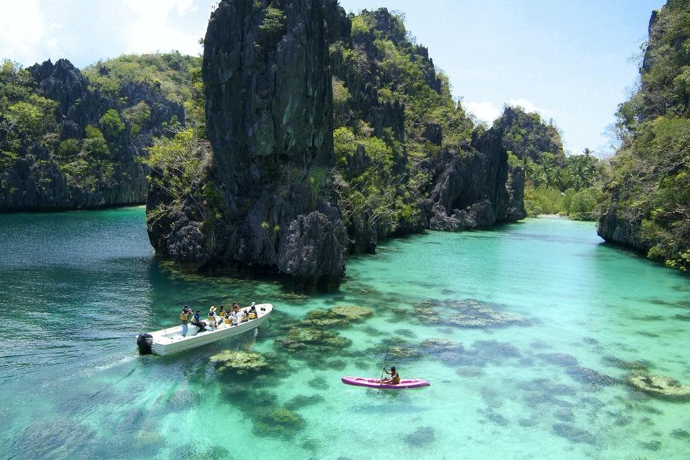 Philippines: Là quốc gia sở hữu hàng nghìn hòn đảo lớn nhỏ khác nhau, Philippines hứa hẹn mang tới nhiều trải nghiệm đáng nhớ cho du khách. Trong hành trình khám phá các hòn đảo, vùng vịnh, núi lửa, ruộng bậc thang… bạn sẽ được lướt ván, lặn biển, leo núi, thưởng thức ẩm thực địa phương… CN Traveller đánh giá địa điểm du lịch này 90,63 điểm.