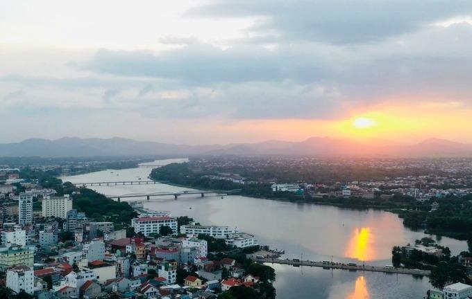 Sông Hương trong ánh hoàng hôn.