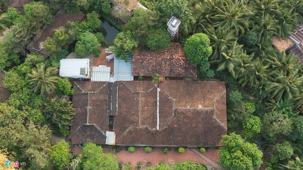 Ngôi nhà cổ tọa lạc ở ấp Phú Hòa, xã Đông Hòa Hiệp, huyện Cái Bè, tỉnh Tiền Giang. Hiện Việt Nam có khoảng 4.000 ngôi nhà cổ. Đây là 1 trong 6 ngôi nhà cổ của cả nước vinh dự được UNESCO khu vực châu Á - Thái Bình Dương hỗ trợ trùng tu và công nhận di sản văn hóa vào năm 2004.