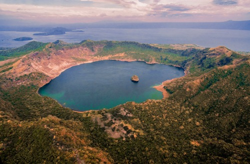 Đảo Vulcan Point nằm trên đảo Núi lửa, thuộc đảo Luzon. Ảnh: Mark Lehmkuhler/Atlasobscura.