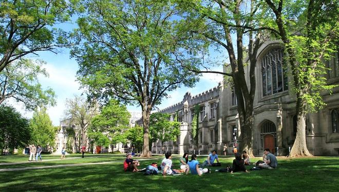 3. ĐH Princeton (New Jersey): Thành lập năm 1746, ĐH Princeton là đại học lâu đời thứ 4 ở Mỹ. Trường nổi tiếng với phong cách kiến trúc gothic. Nassau - tòa nhà lâu đời nhất tại ĐH Princeton - từng là trụ sở Cơ quan Lập pháp New Jersey. Ảnh: The Travel.