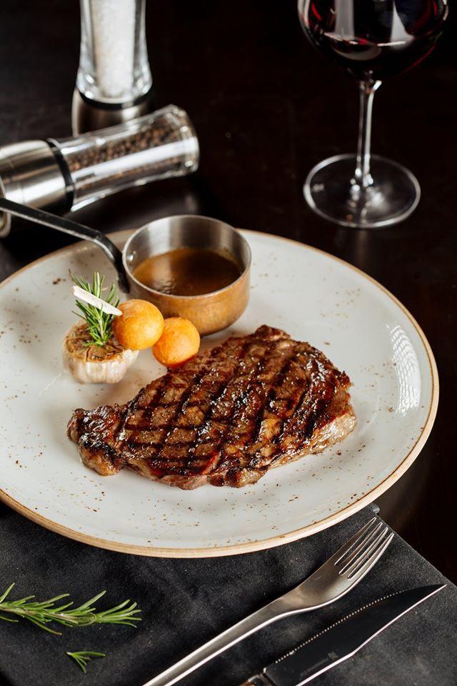 3-nha-hang-steak-nhat-dinh-phai-thu-tai-tphcm-ivivu-3