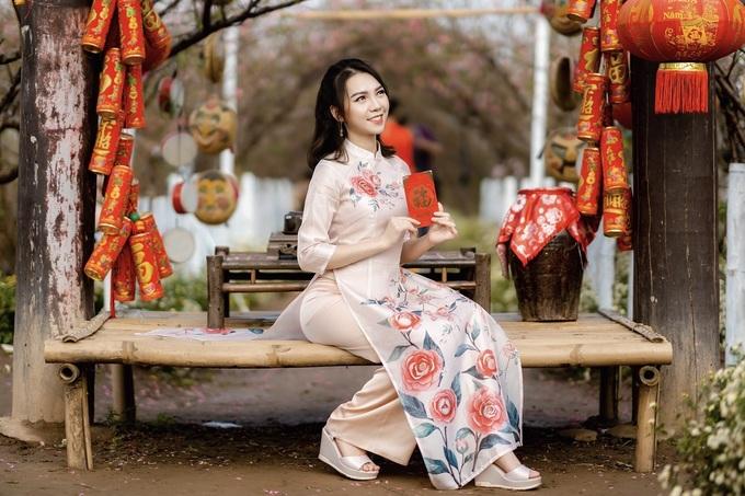 Tuy nhiên, khu vườn nhỏ, có nhiều cảnh trang trí nên đông khách, đặc biệt vào các cuối tuần và dịp gần Tết. Giá vé vào cửa là 70.000 đồng một người. Ảnh: Dương Hoàng.