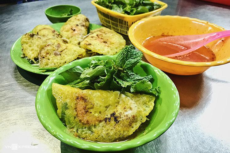 Bánh xèo Phan Thiết ăn trong tô - iVIVU.com